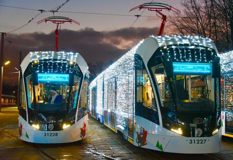 Более 400 тысяч человек прокатились на общественном транспорте в ночь на Рождество