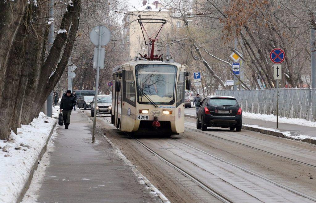 Трамвайные пути в Южном округе оснастили экологичными шпалами. Фото: сайт мэра Москвы