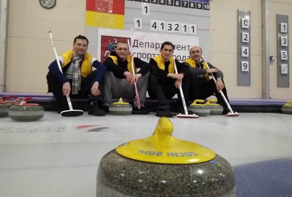 Команда преподавателей техникума имени Леонида Красина победила в турнире по керлингу