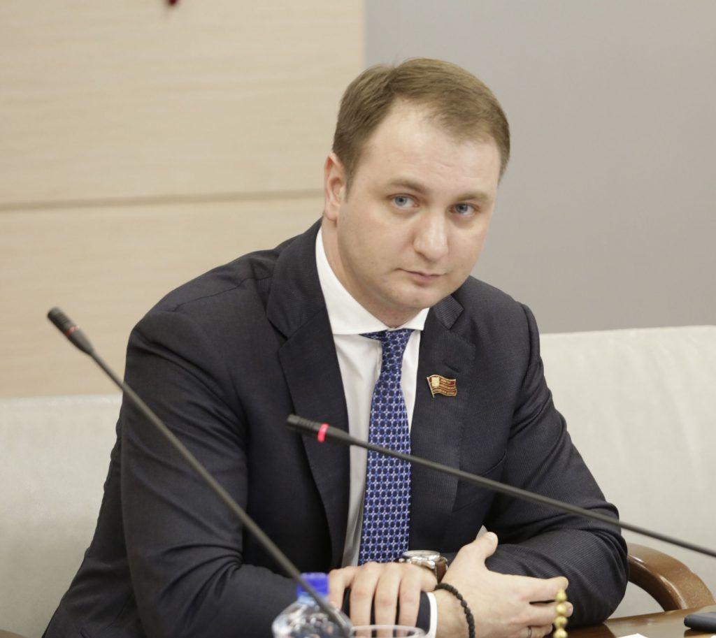 На фото депутат Мосгордумы Кирилл Щитов