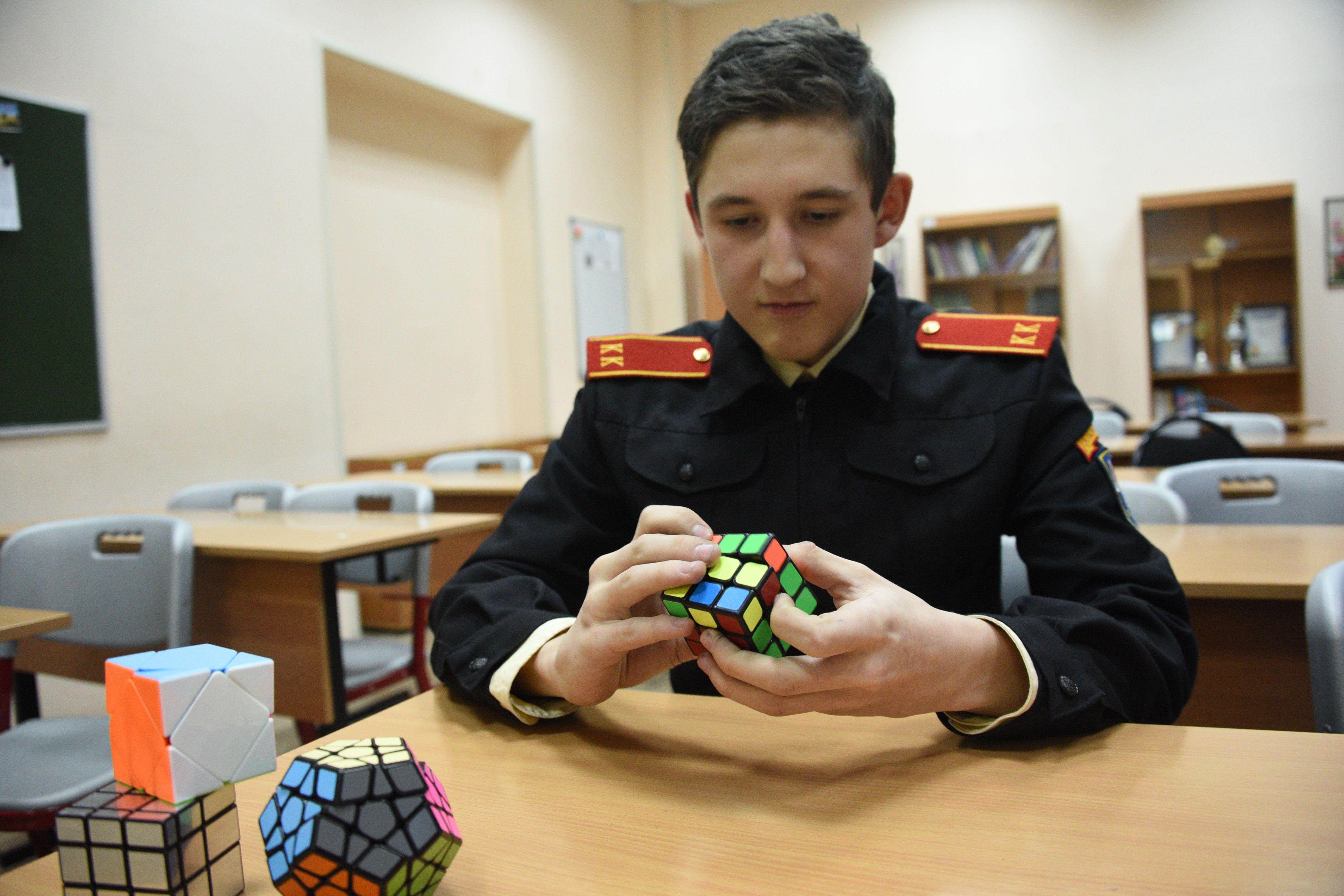 Кубик Рубика помогает отточить мастерство