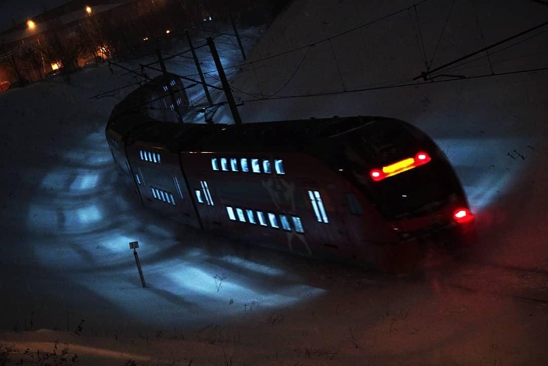 Двухэтажный ночной поезд попал в объектив народного корреспондента