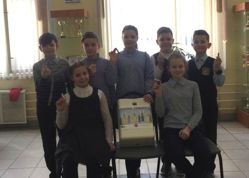 Школьники из Орехова-Борисова Северного сдали около 20 килограммов батареек на переработку
