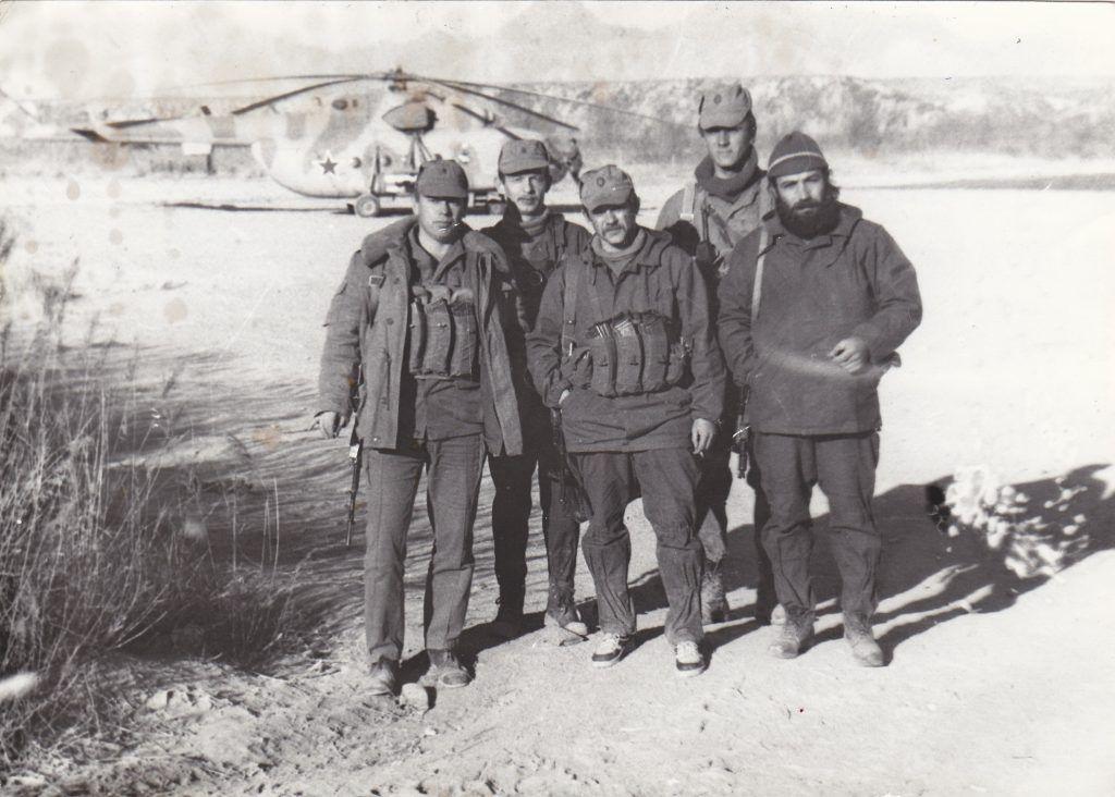 7 июля 1987 года. Офицеры из бригады Валерия Смирнова тренируются перед боевым заданием. Фото: личный архив Валерия Смирнова