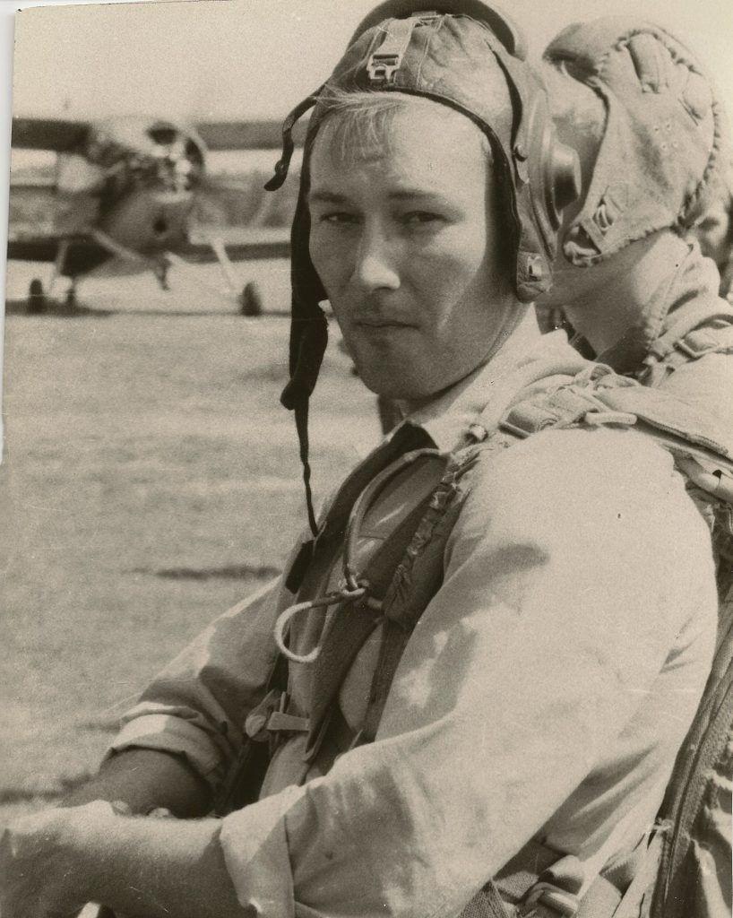 10 августа 1987 года. Офицер Валерий Смирнов во время прыжков с парашютом. Фото: личный архив Валерия Смирнова
