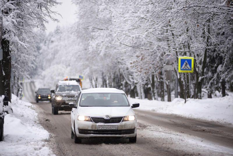 Московских водителей попросили соблюдать дистанцию на дорогах