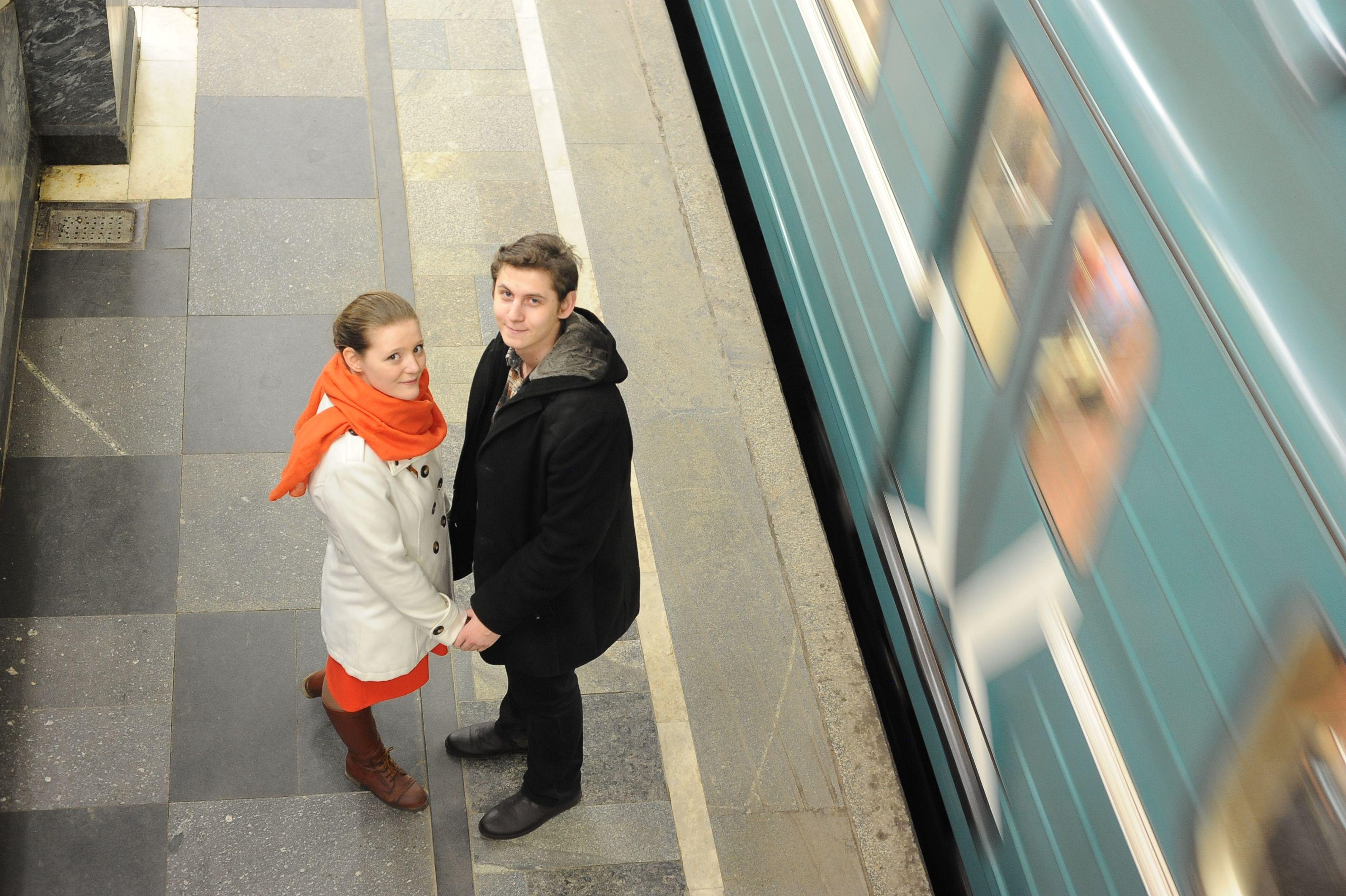 Метро Москвы и Петербурга познакомило более 700 влюбленных