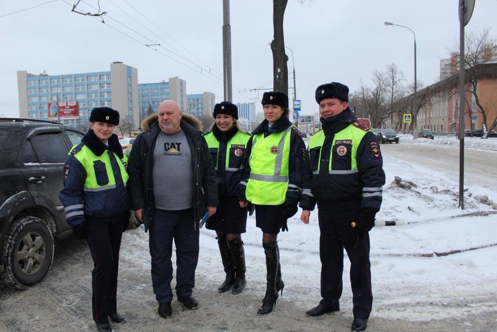 «Женский патруль» Госавтоинспекции Южного округа города Москвы поздравил водителей с 23 февраля!