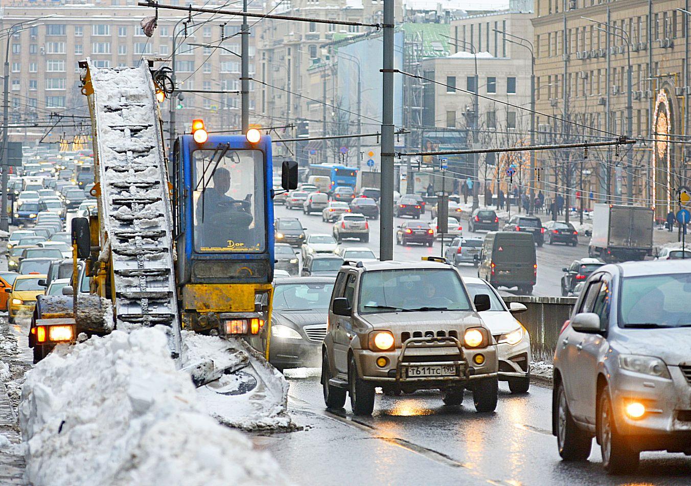 Оттепель ударила по московским сугробам