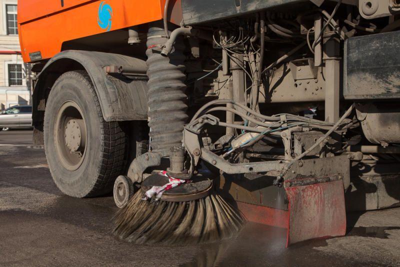 Более 200 дорожных пылесосов очистят Москву от грязи
