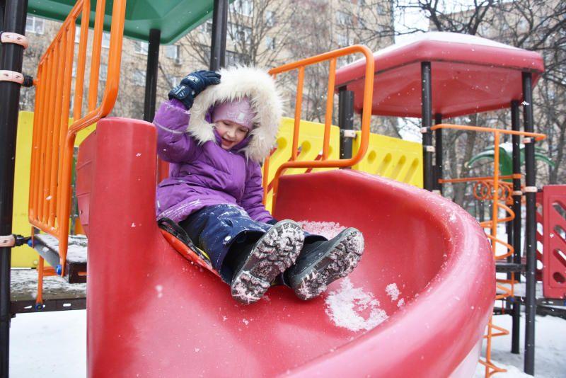 Территории двух школ на юге Москвы благоустроят