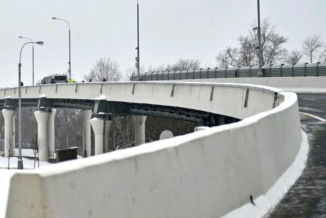 Эстакаду на Бесединском шоссе оснастили металлоконструкциями весом в 40 тонн