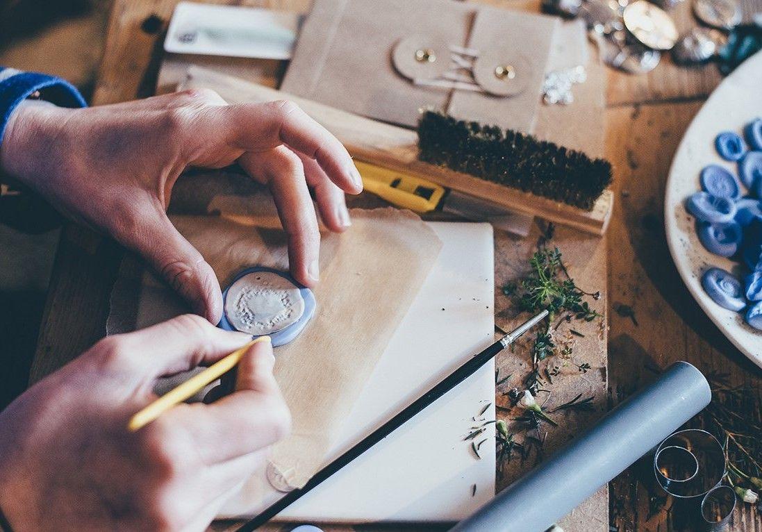 Этнические украшения из полимерной глины научат делать в галерее «Нагорная»
