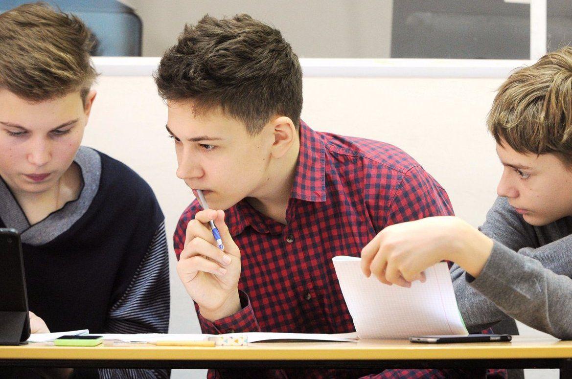 Молодые парламентарии заглянут в гости к школьникам