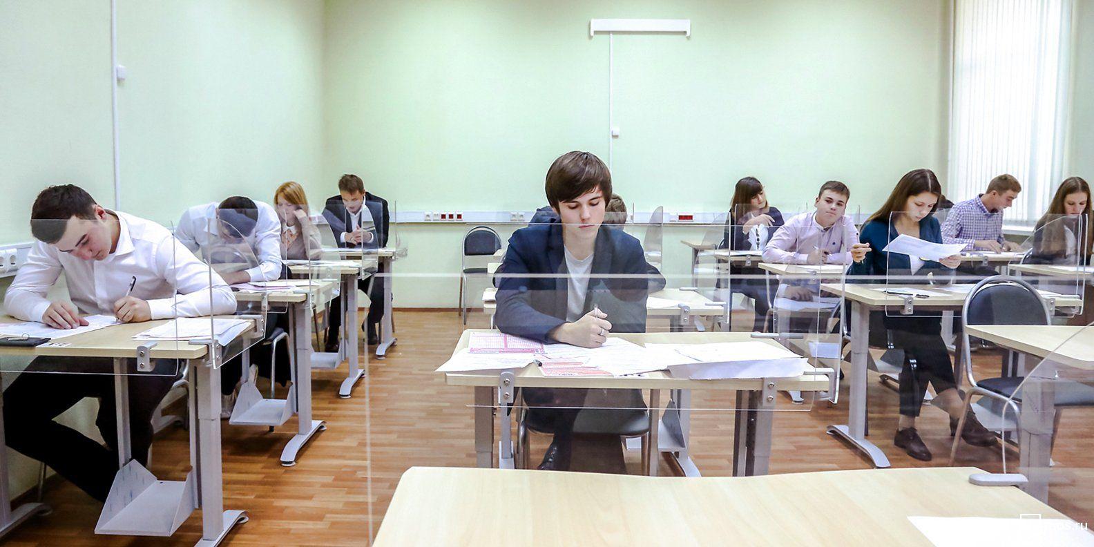 Московские школьники приняли участие в ежегодной акции «ЕГЭ: из года в год!»