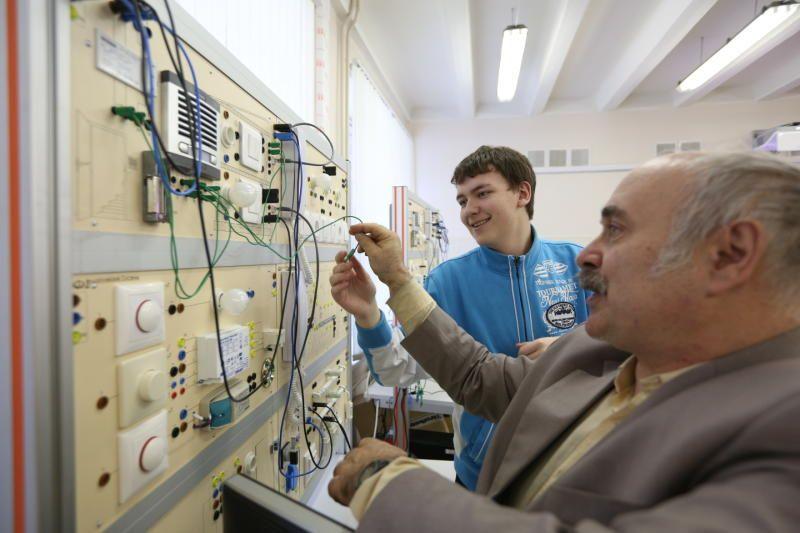 Износ сетей электроснабжения в Москве продолжает снижаться.Фото: Дмитрий Рухлецкий, «Вечерняя Москва»