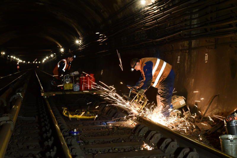 Специалисты заменят более 100 километров рельсов в столичном метро. Фото: Антон Гердо, «Вечерняя Москва»