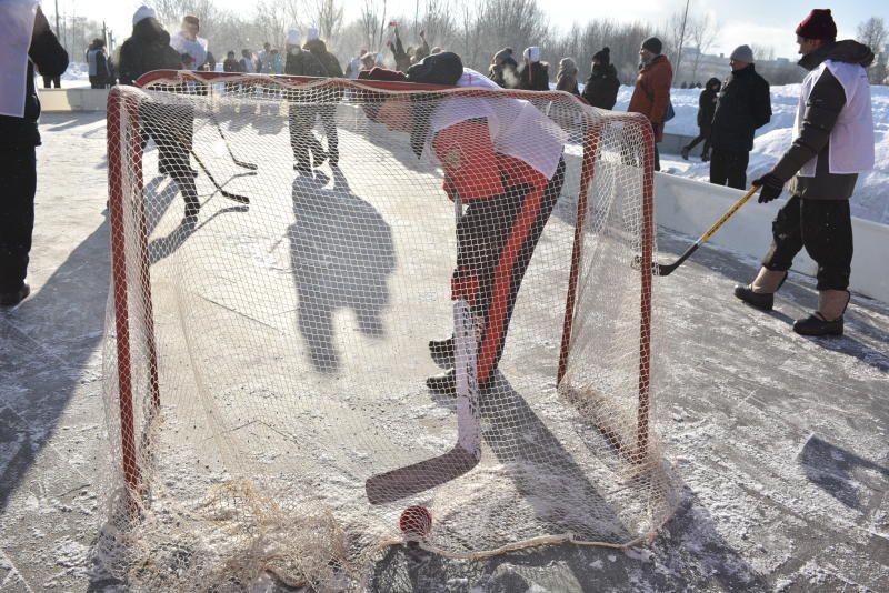 Для любителей хоккея открыты катки в 11 парках столицы