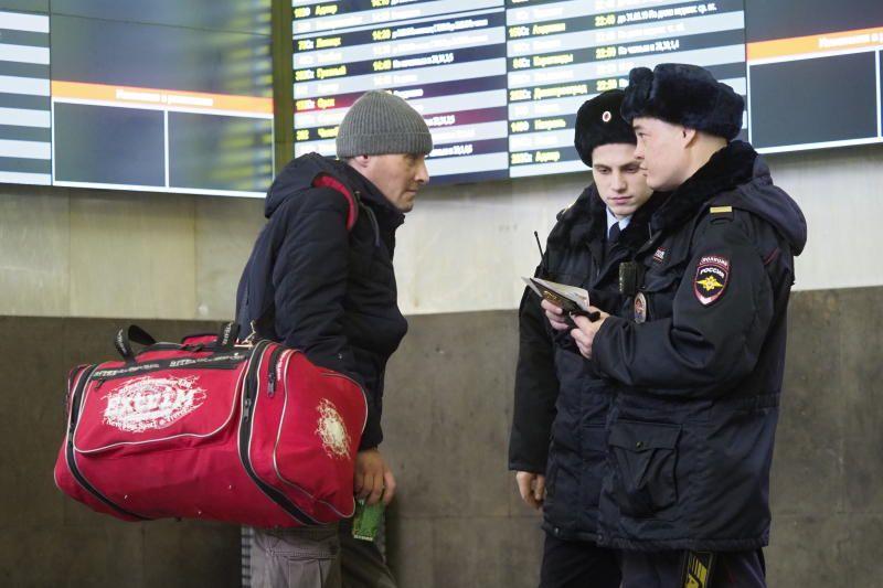 Полицейские УВД по ЮАО задержали подозреваемых в совершении грабежа. Фото: архив, «Вечерняя Москва»