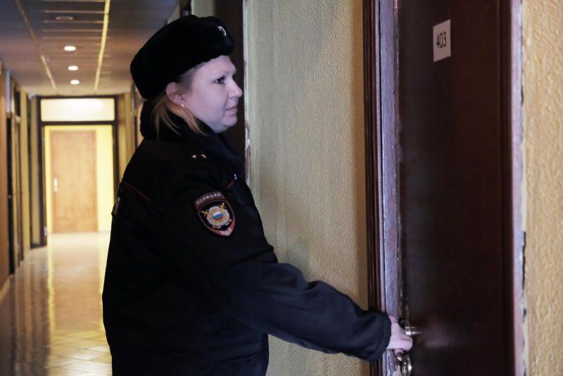 Полицейские УВД по ЮАО задержали подозреваемых в совершении квартирной кражи