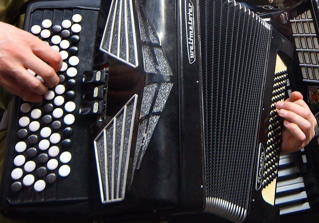 Национальный инструмент: ученикам музыкальной школы имени Виссариона Шебалина расскажут историю баяна