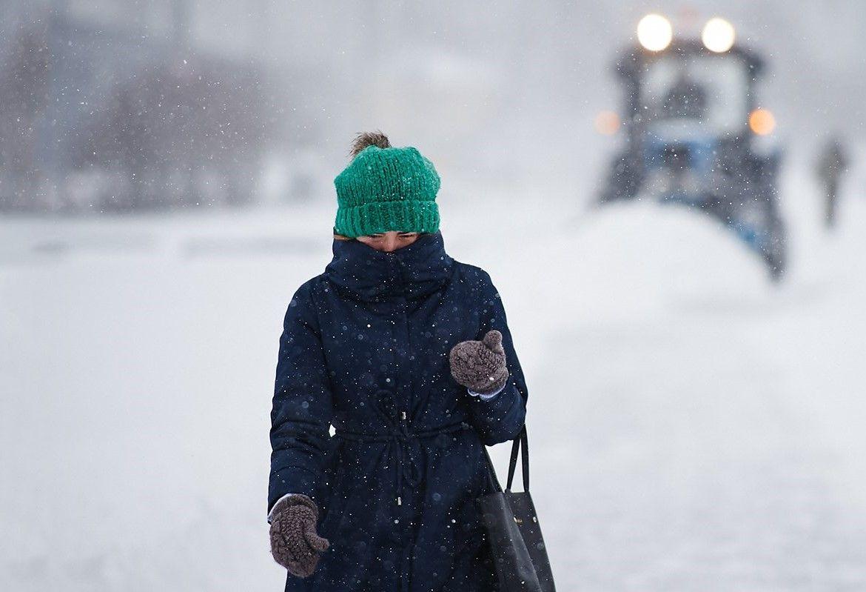 Специалисты начали расчищать площадки для временного хранения снега на Балаклавском проспекте