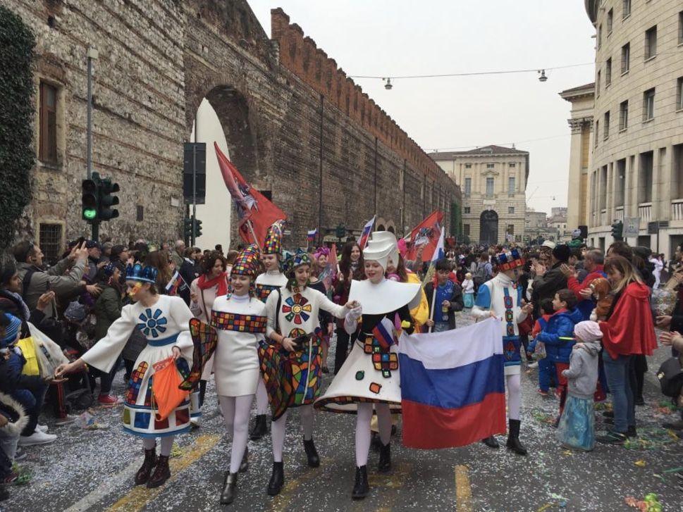 Праздничное шествие на карнавале в Вероне. Фото: архив коллектива