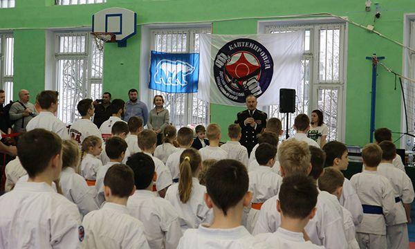 Единороссы ЮАО провели ряд акций и мероприятий, приуроченных пятилетию Крыма в составе современной России