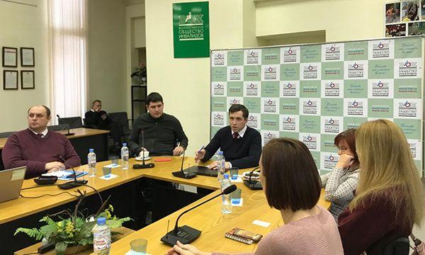 В «Единой России» выступают за упрощение пользования бесплатной парковкой для людей с ОВЗ в любом регионе