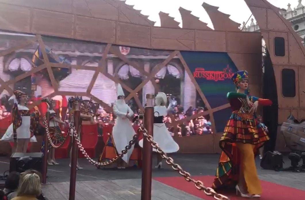 Дефиле в костюмах на сцене площади Сан-Марко. Венеция. Фото: архив коллектива
