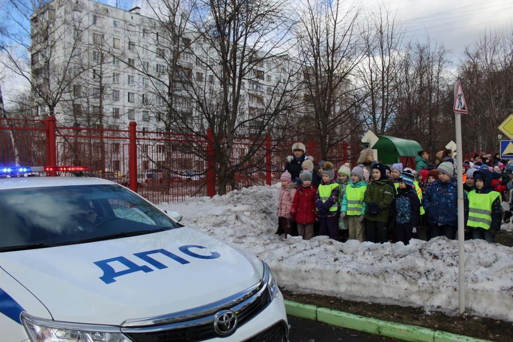 Сотрудники Госавтоинспекции продолжают проводить профилактические мероприятия с дошкольниками