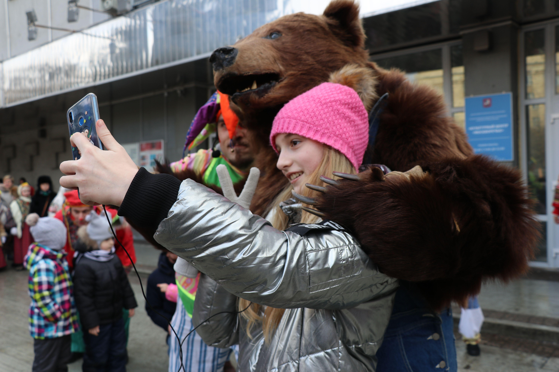 Медведь на самокате: как отметили Масленицу в «Москворечье»