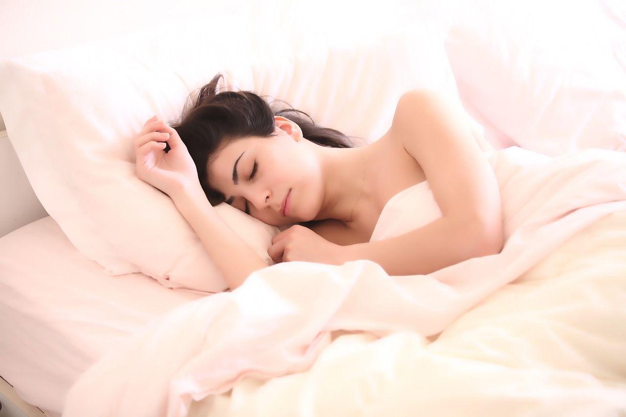 Москвичам рассказали, какой сон вызывает ожирение и депрессию