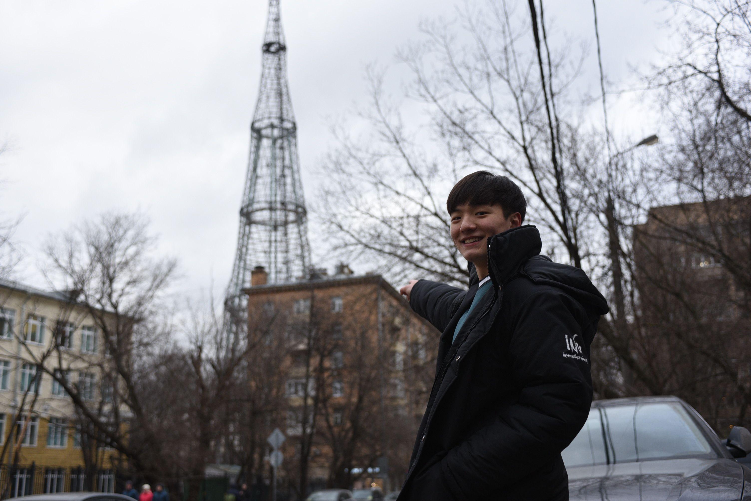 Ким Нам Соль шагает по Москве