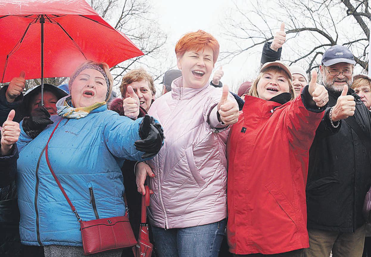 Участники «Московского долголетия» вышли на субботник