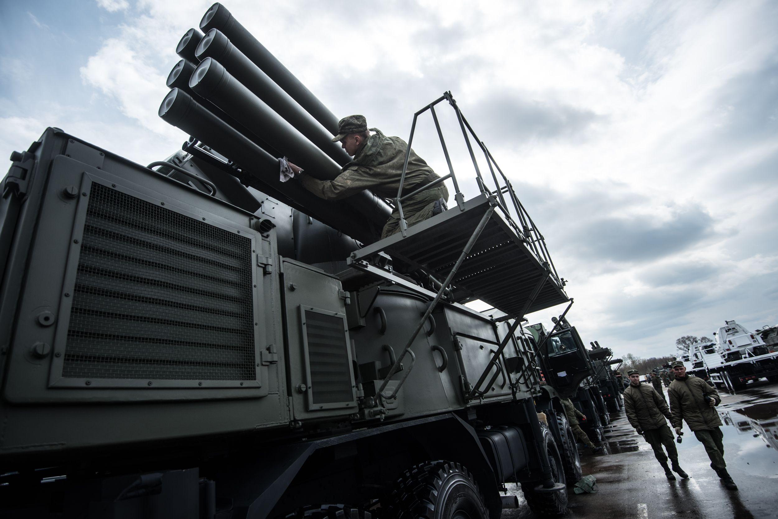 Военную технику доставили в Москву