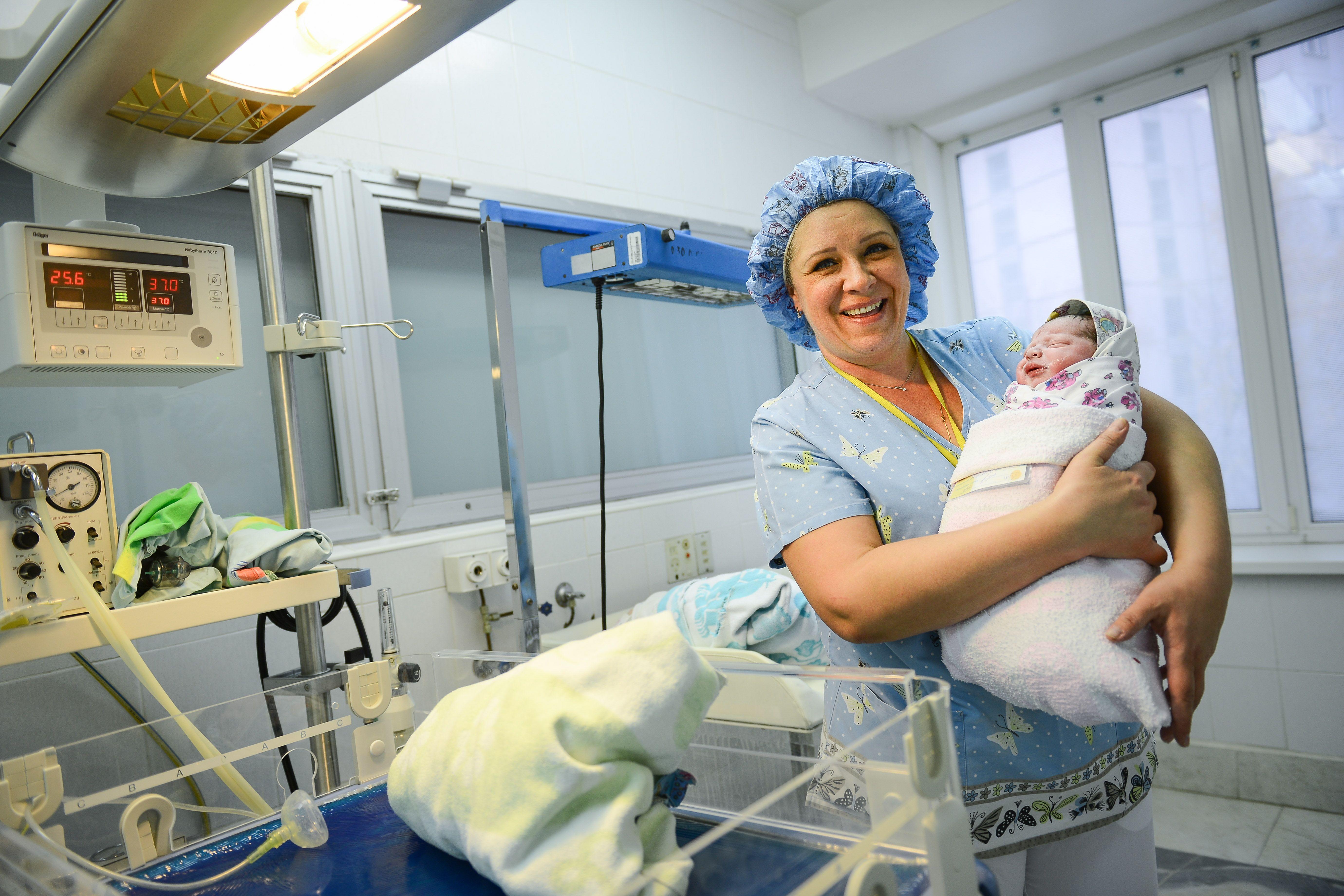 Почти 750 малышей родились по программе ЭКО в Москве