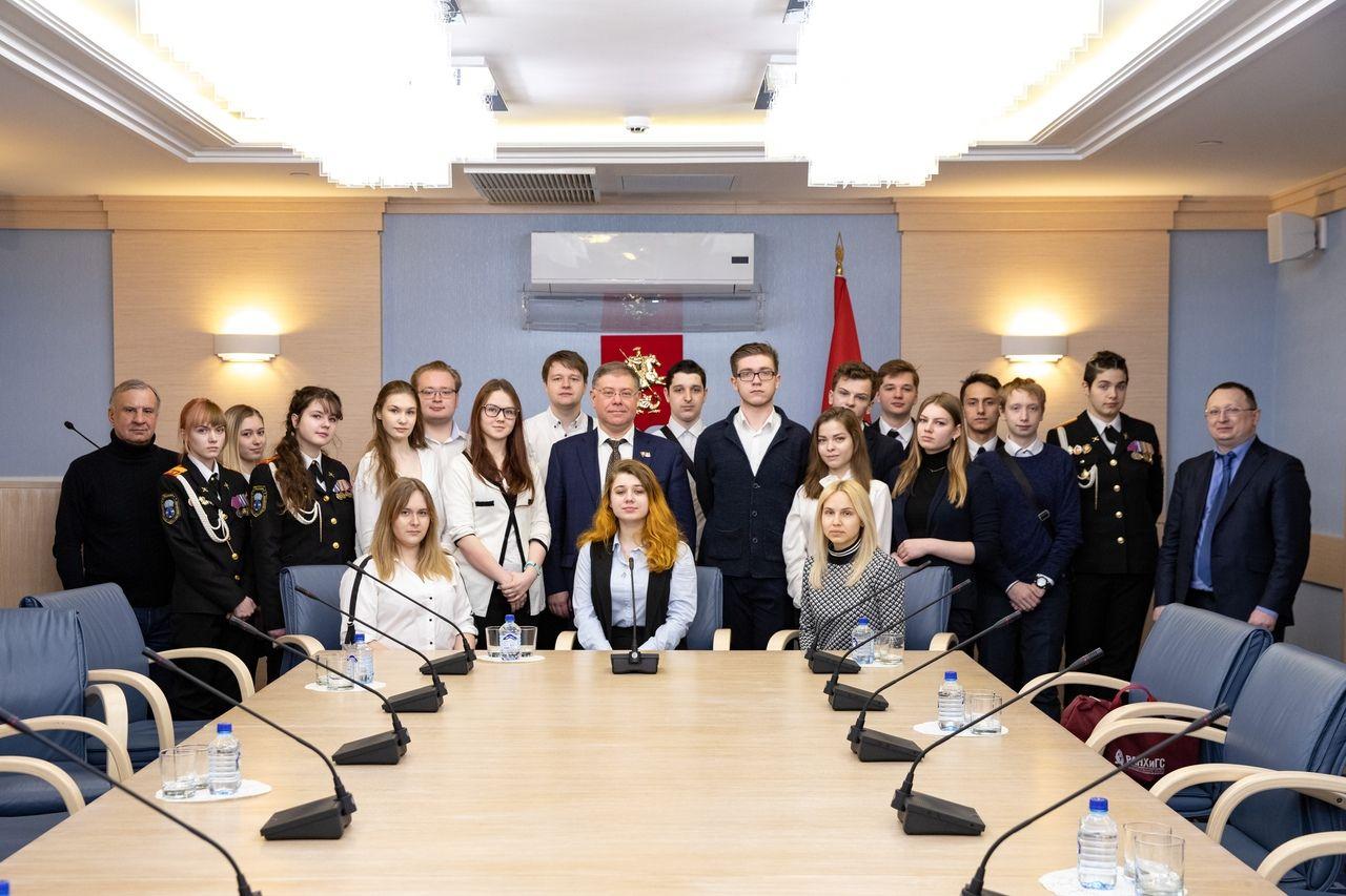 Школьники из района Орехово-Борисово Южное посетили Московскую городскую Думу