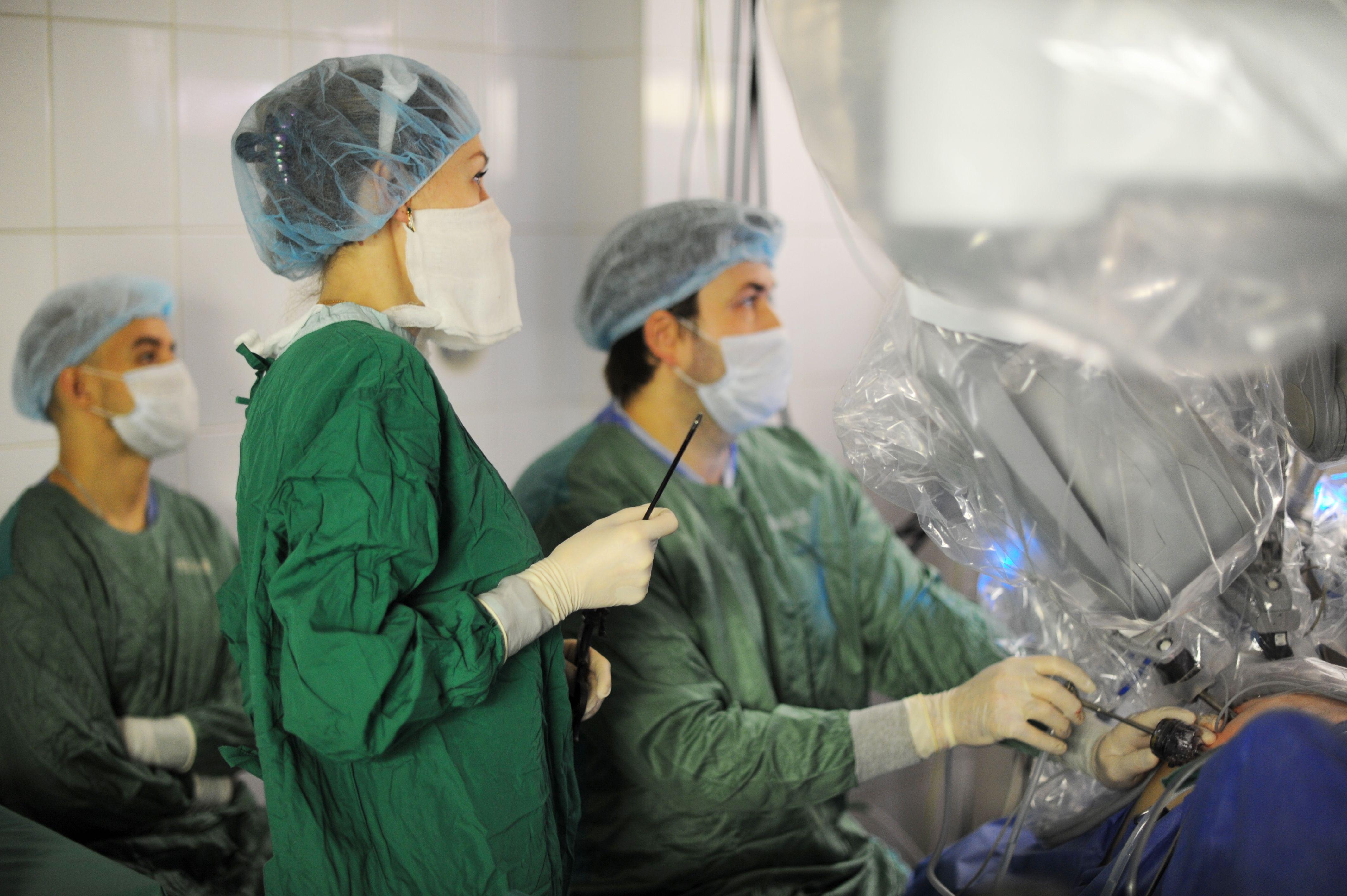 В Москве разработали хирургический клей из плазмы крови пациента