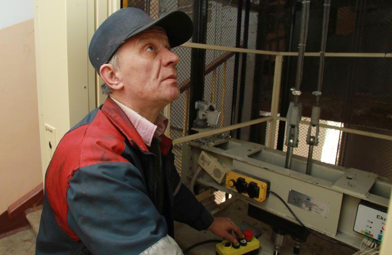 Работы по замене лифтов проведут на Кленовом бульваре
