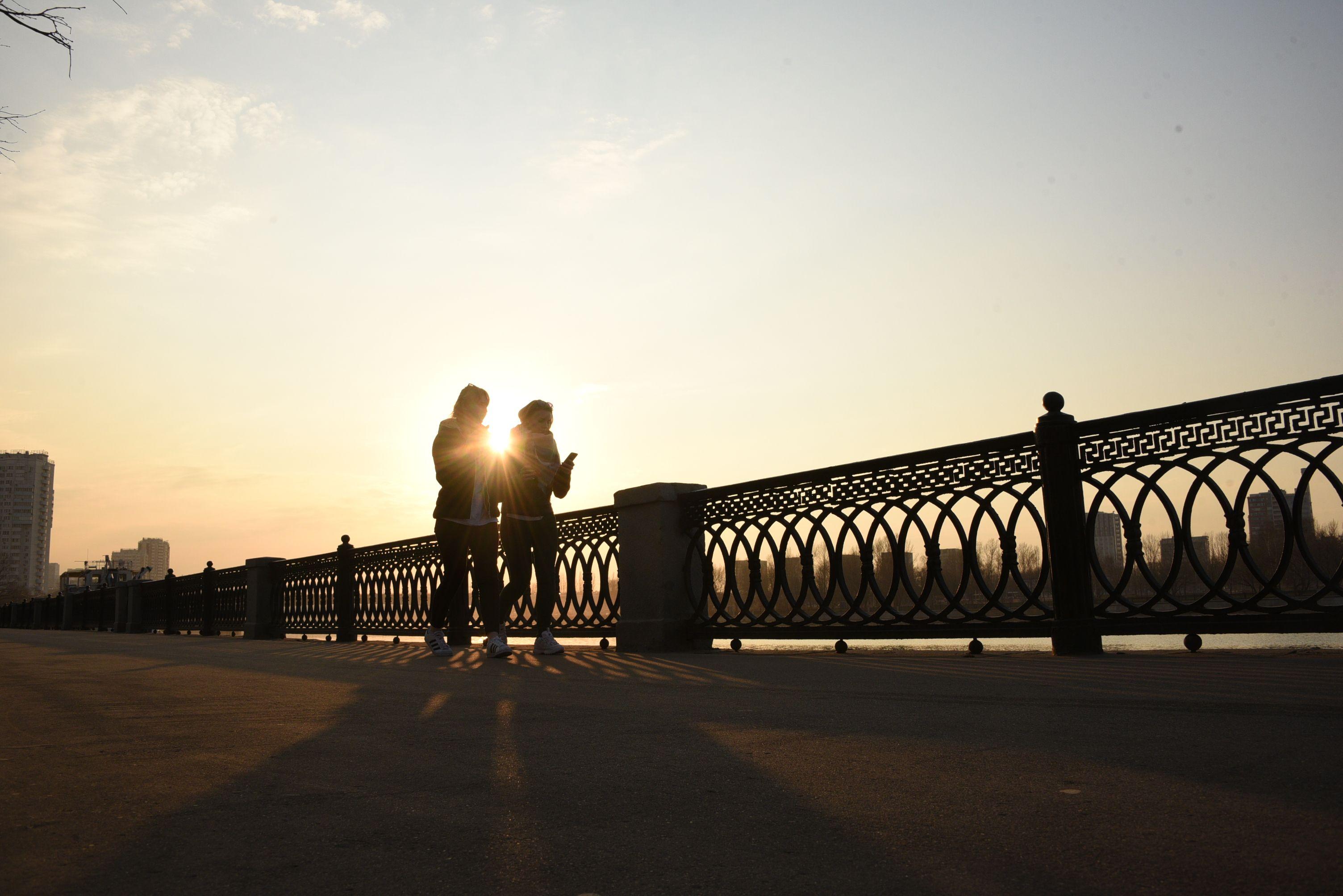 Фотофакт: закат на Коломенской набережной