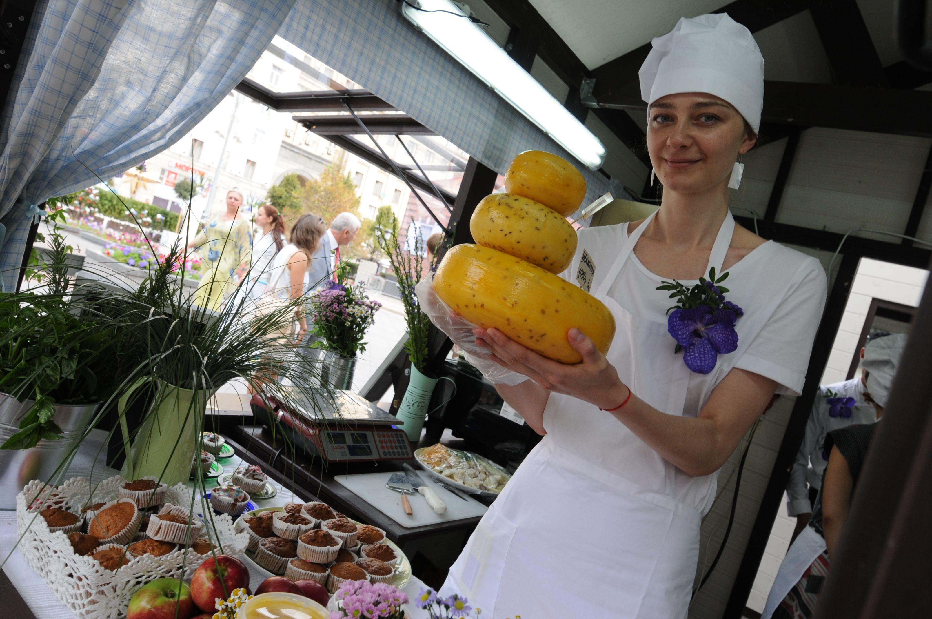 Москвичи смогут попробовать псковские сыры. Фото: Владимир Новиков