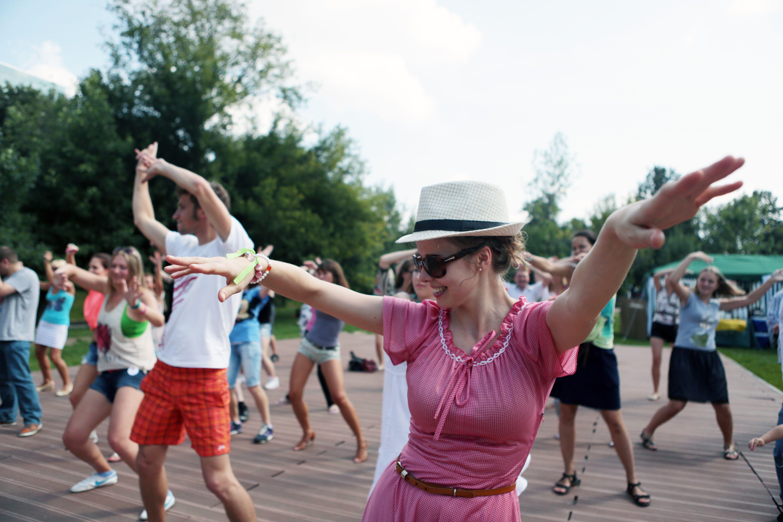 Парки Москвы откроют бесплатные школы танцев