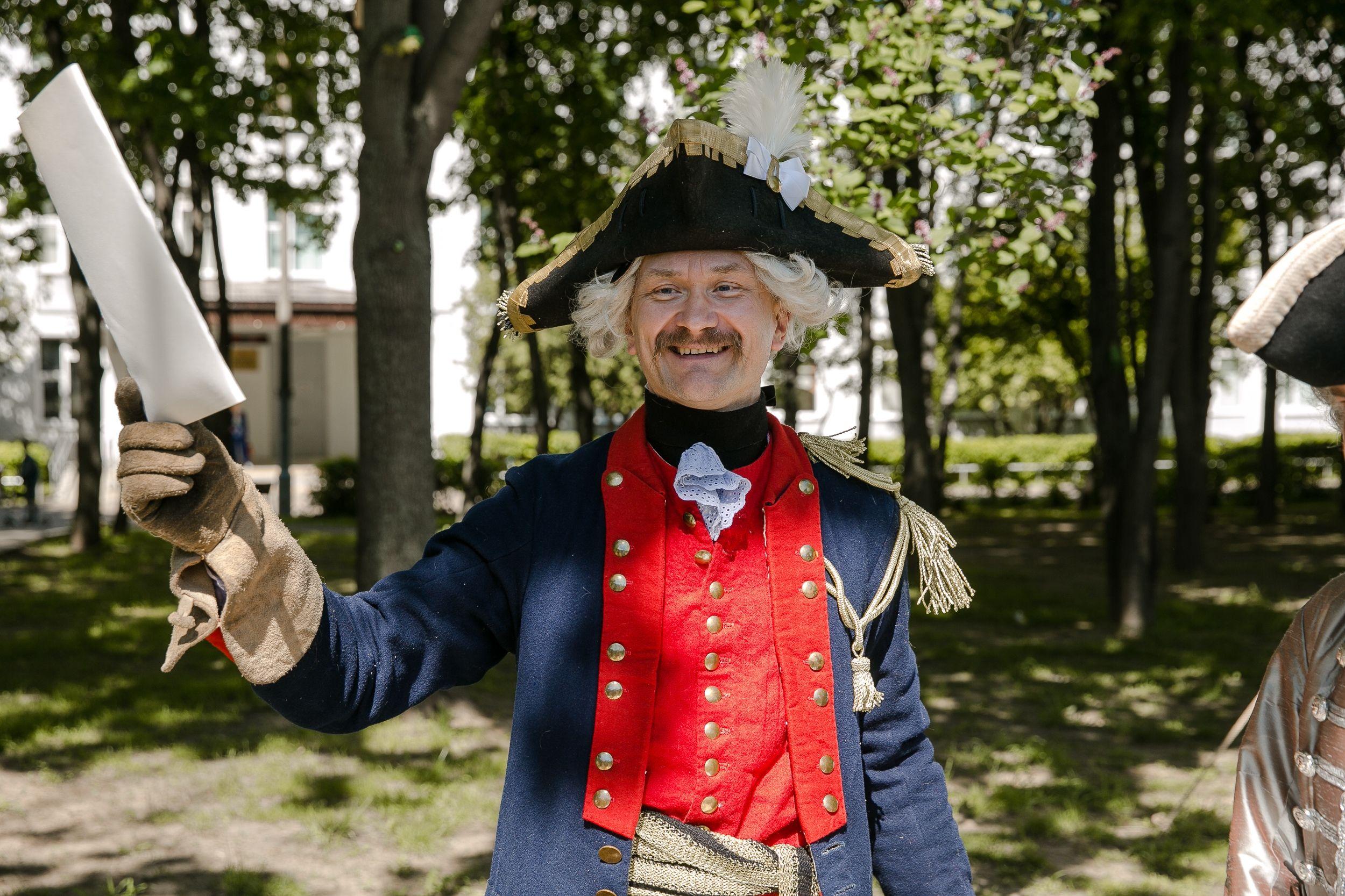 Петровские гвардейцы и дуэльное фехтование: как в Орехове-Борисове Южном провели урок живой истории