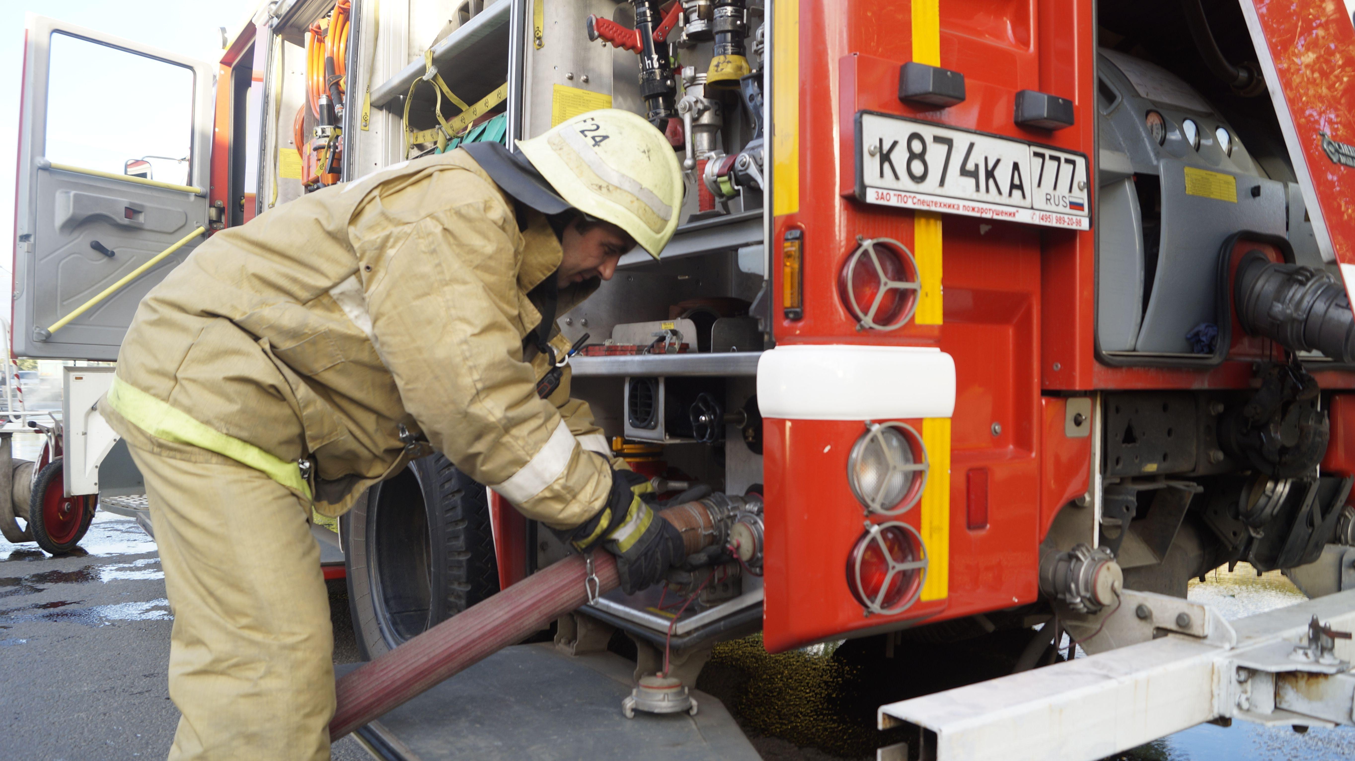 Восьмерых человек спасли из пожара на юго-востоке Москвы