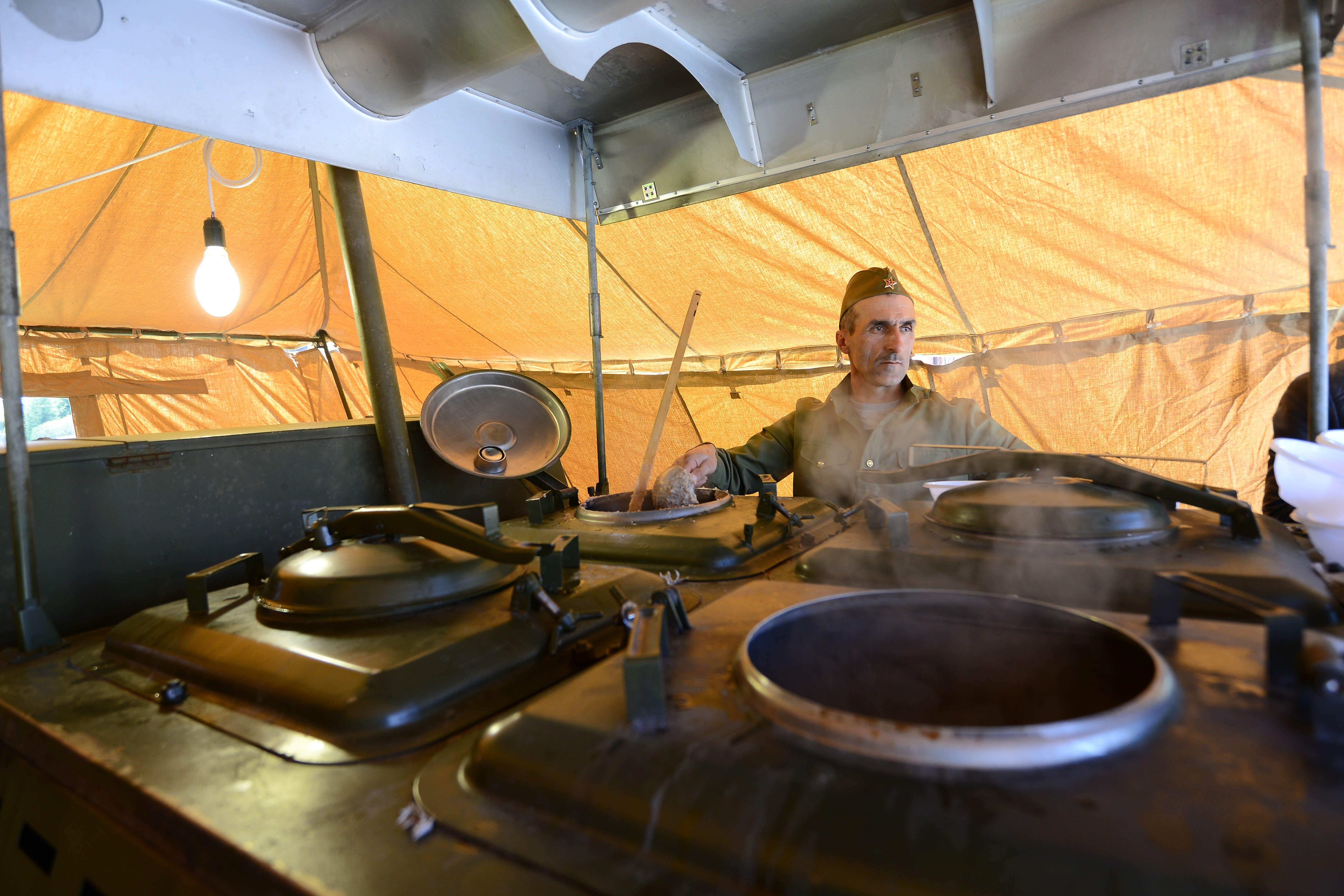 Почти 60 полевых кухонь накормят участников «Бессмертного полка»