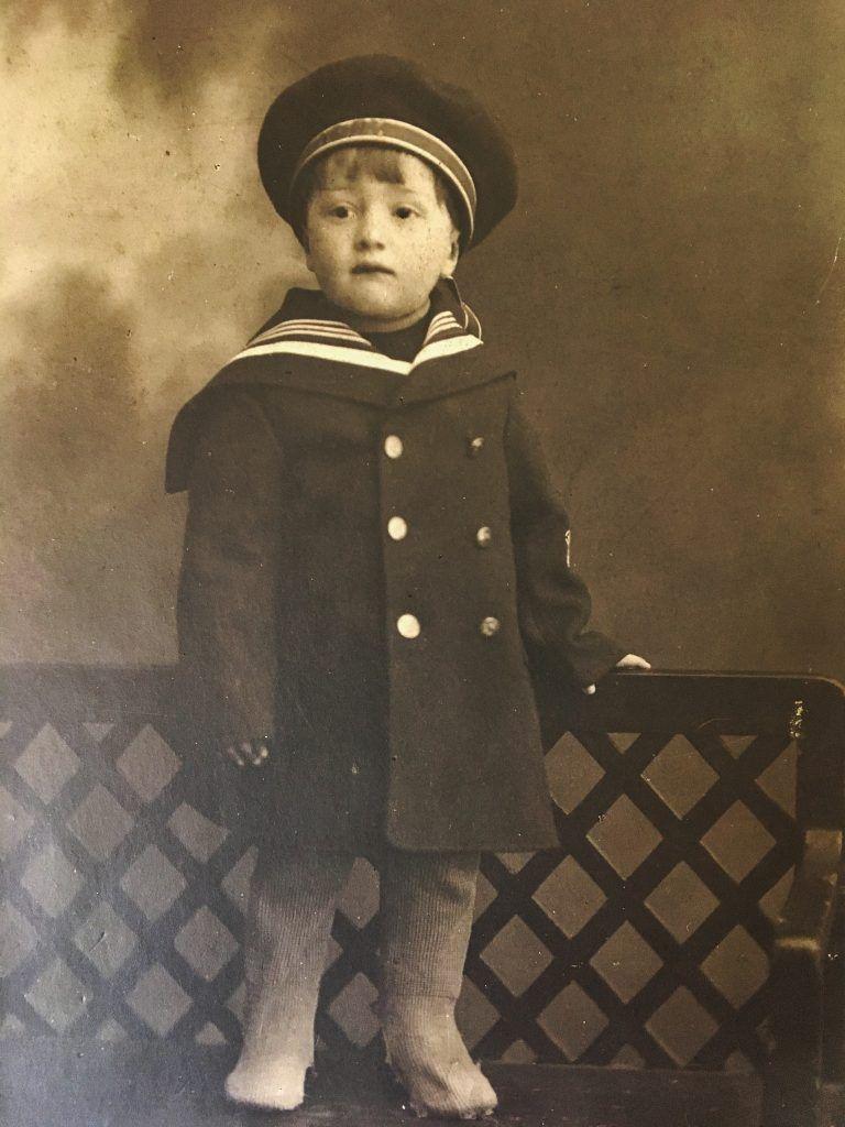 Маленький Феликс в костюме моряка. Фото из личного архива