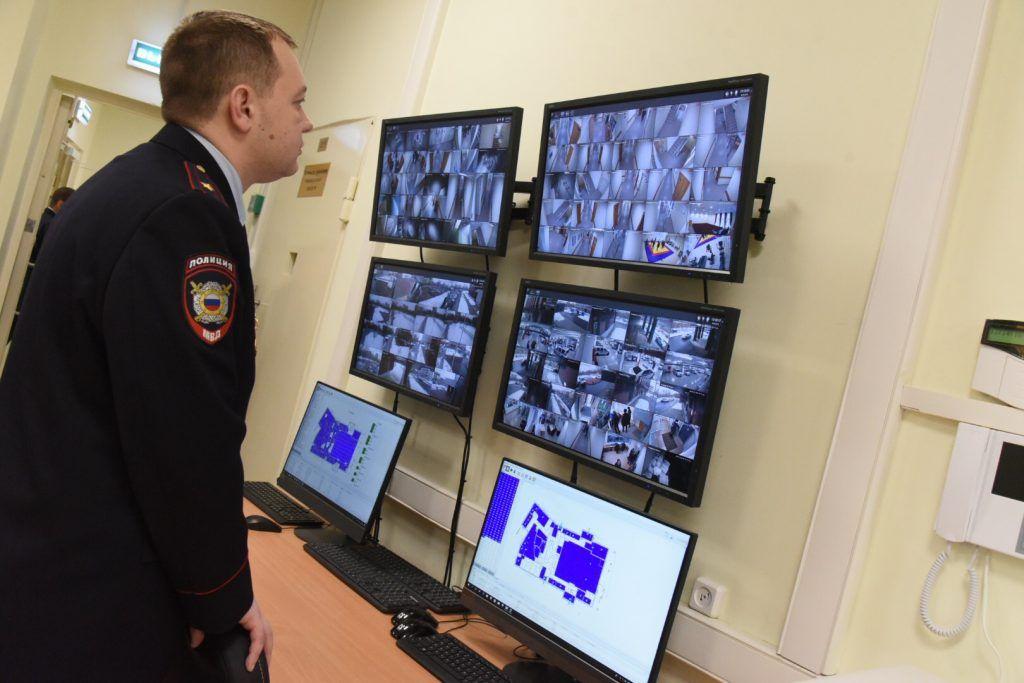 Работает полиция. Фото: Владимир Новиков