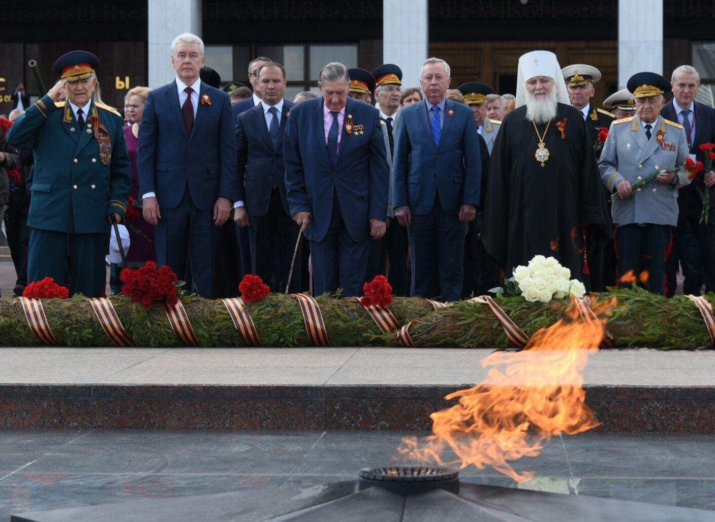 Сергей Собянин почтил память погибших при авиакатастрофе в Москве