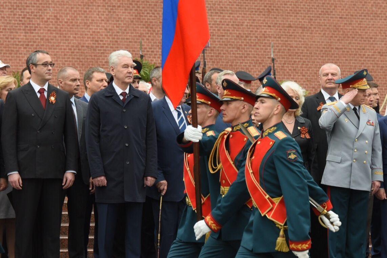Собянин поздравил ветеранов и горожан с Днем Победы
